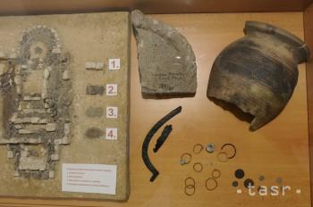 Na okraji Levíc sa nachádza archeologická lokalita s názvom Bratka 4677db728c6