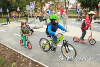 Hrabičov: Materská škola sa môže pochváliť novým dopravným ihriskom