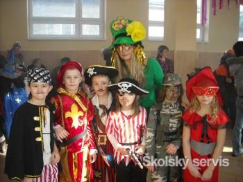 Princezné, víly a piráti polročné vysvedčenie oslávili karnevalom