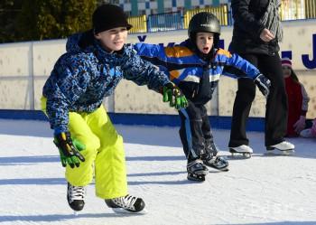 Prázdninujúci školáci môžu od pondelka tráviť voľné dni na ľade