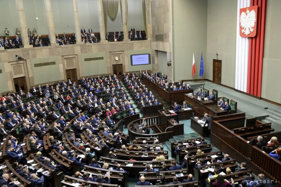 Poľský Senát rokuje o návrhu zákona o médiách