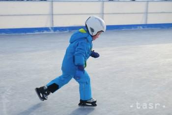Michalovce:Deti z materských škôl sa na ľade učia základy korčuľovania