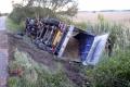 Plný kamión sirupu havaroval v Nemecku, lepkavú diaľnicu museli čistiť