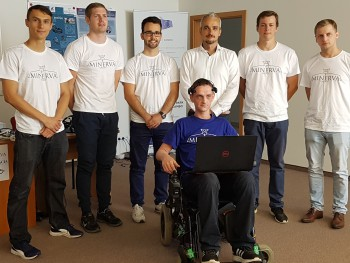 Študenti predstavili invalidný vozík ovládaný myšlienkami
