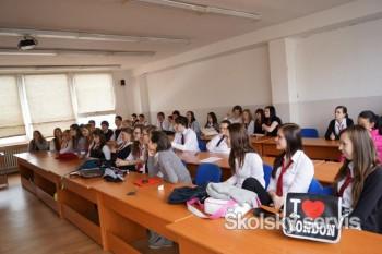 Prvý aprílový týždeň bol v gymnáziu v D.Kubíne  v znamení prezentácií