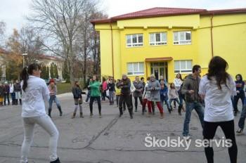 Tanec Gangnam Style nadchol aj žiakov ZŠ P. K. Hostinského