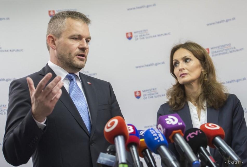 Na snímke vľavo premiér SR Peter Pellegrini a vpravo ministerka zdravotníctva SR Andrea Kalavská. Foto: TASR - Martin Baumann
