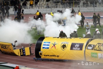 Cyperské derby Omonia verzus APOEL vyústilo do násilností