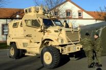 Slováci dostali zbrane a autá od USA