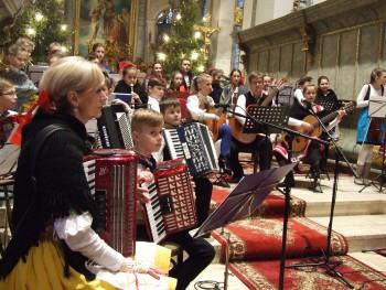 Ľudové kroje, vianočné piesne, koledy a vinše