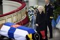 Desaťtisíce Fínov sa v Helsinkách rozlúčili so zosnulým exprezidentom