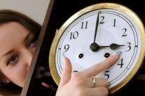 VIDEO: Nezabudnite si v noci posunúť hodinky a nezmeškajte vlak
