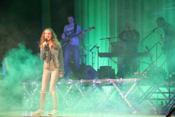 Mladí speváci zažiarili spolu s kapelou NovoStar band