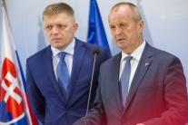 Fico: Rezort školstva by mohol dočasne viesť minister obrany Gajdoš