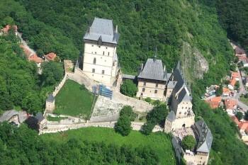 Výstavba známeho českého hradu Karlštejn sa začala pred 665 rokmi