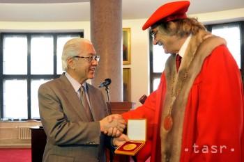 Singapurský prezident dostal Veľkú zlatú medailu Univerzity Komenského