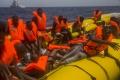 Španielsko zachránilo 339 migrantov z 7 člnov v Stredozemnom mori