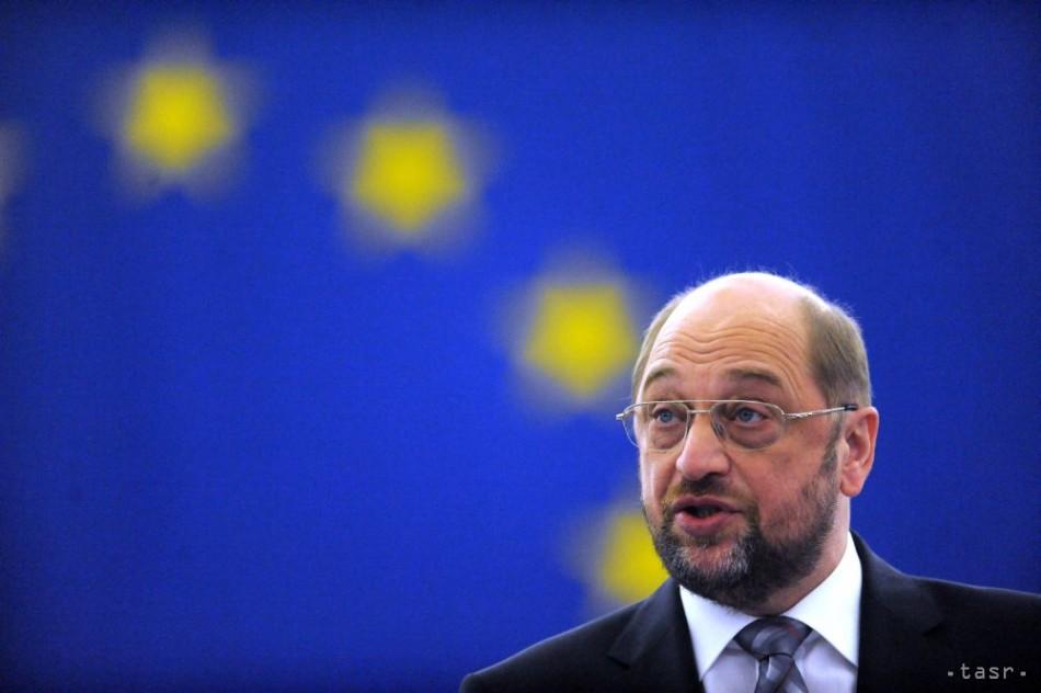 Predseda europarlamentu chce, aby Británia požiadala o vystúpenie z EÚ