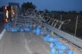MIKROSPÁNOK: Na diaľnici havaroval kamión s propán-butánovými fľašami