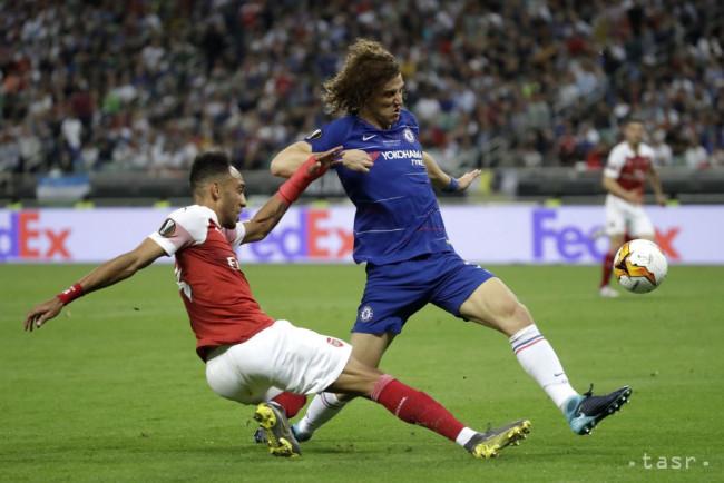 2e47cb83d6f1e Na snímke zľava hráč Arsenalu Pierre-Emerick Aubameyang a hráč Chelsea  David Luiz v súboji o loptu vo finálovom zápase Európskej ligy FC Chelsea  Londýn ...