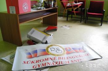 Brány bilingválneho gymnázia zostávajú zatvorené, študenti sú sklamaní