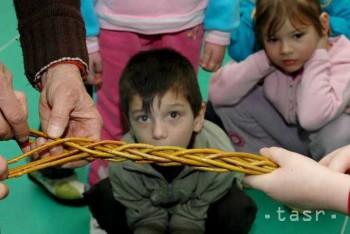 Školáci budú súťažiť o najväčšiu zbierku minihračiek z vajíčok