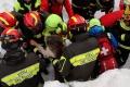 Počet obetí lavíny v zasypanom hoteli Rigopiano je už 14