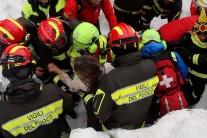 Z hotela zasypaného lavínou vyslobodili štyroch živých ľudí