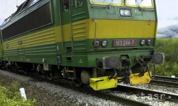 Pri Bratislave horí lokomotíva