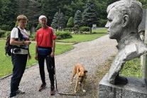 VIDEO: 66-ročný lekár oslavuje 100 rokov Československa behom