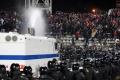 Polícia v Turíne nasadila proti fanúšikom Dinama Záhreb vodné delá