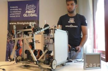 Slovenskí študenti predstavili robota Aurela