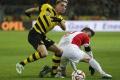 Futbalistovi Augsburgu Baierovi hrozia sankcie za obscénne gesto