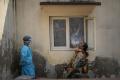 WHO: Pandémia je v kritickom bode, prípady v Ázii prudko stúpajú