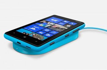 Nokia Lumia 820 prekvapí dizajnom aj technológiou