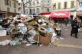 Komunálni pracovníci v Grécku štrajkujú, v mestách sa hromadia odpadky