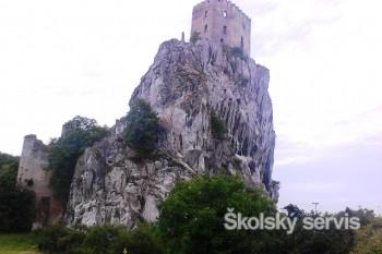 Hrad Beckov - nedobytná pevnosť alebo bašta zámožných pánov?