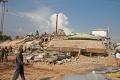 Záchranári vytiahli z trosiek zrútenej budovy v Dakote živú ženu