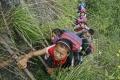V čínskej dedine deti lezú za vzdelávaním po rebríku na strmom útese