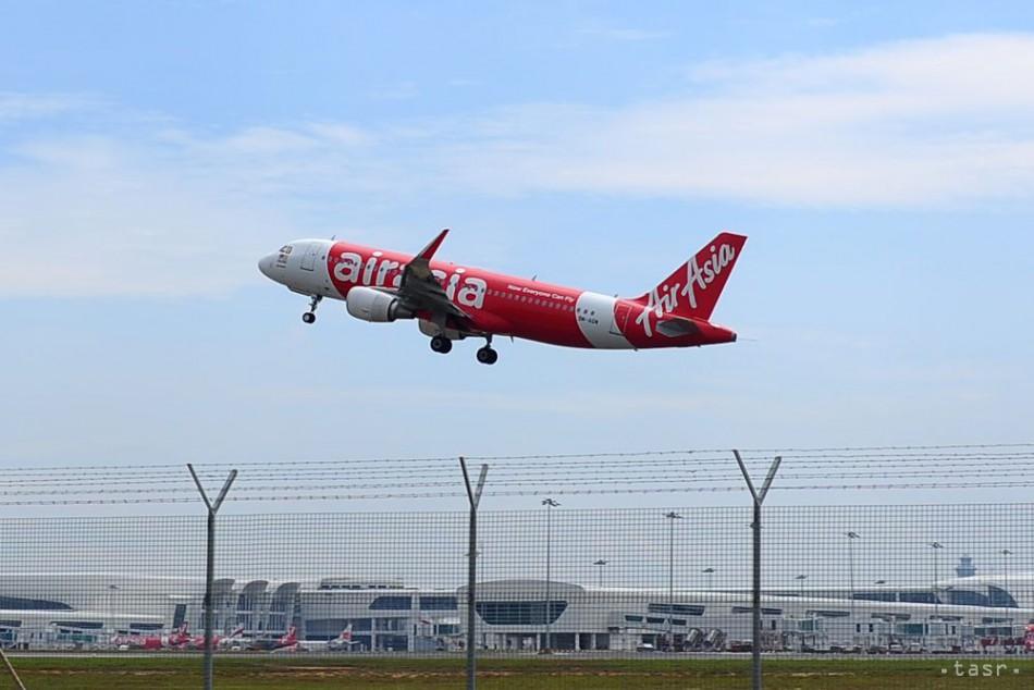 Lietadlo s 359 ľuďmi pristálo po problémoch v austrálskom Perthe