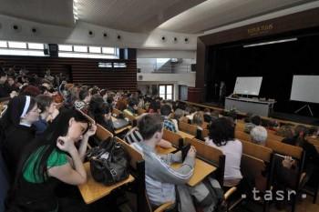 Na vysokoškolské vzdelávanie môžu získať mimovládky podporu 5000 eur