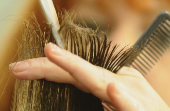 Leto vlasy ničí! Naučte sa o ne správne starať