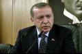 Erdogan zavrel v Turecku vyše 2300 inštitúcií vrátane škôl