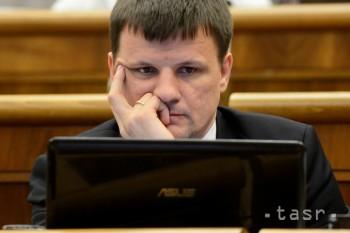 A. Hlina nevidí dôvod na odvolanie ministra školstva Dušana Čaploviča