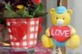 Valentínske darčeky kupujú ľudia radšej osobne, nie cez internet
