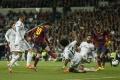 Real proti Barcelone prvýkrát v decembri, druhé El Clasico bude v máji