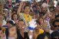 Nový thajský kráľ je na prvej návšteve mimo Bangkoku