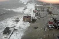 Živel Sandy sa zmenil z hurikánu na hybridnú búrku