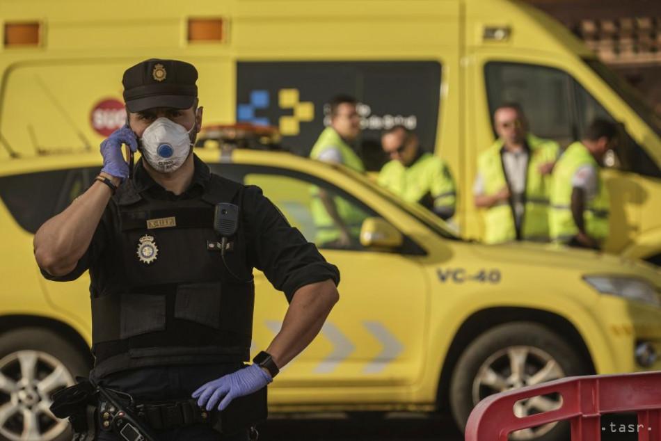 V tábore na Tenerife sa pobili migranti, polícia zatkla osem ľudí