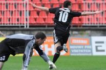 Martin Mikulič s číslom 10